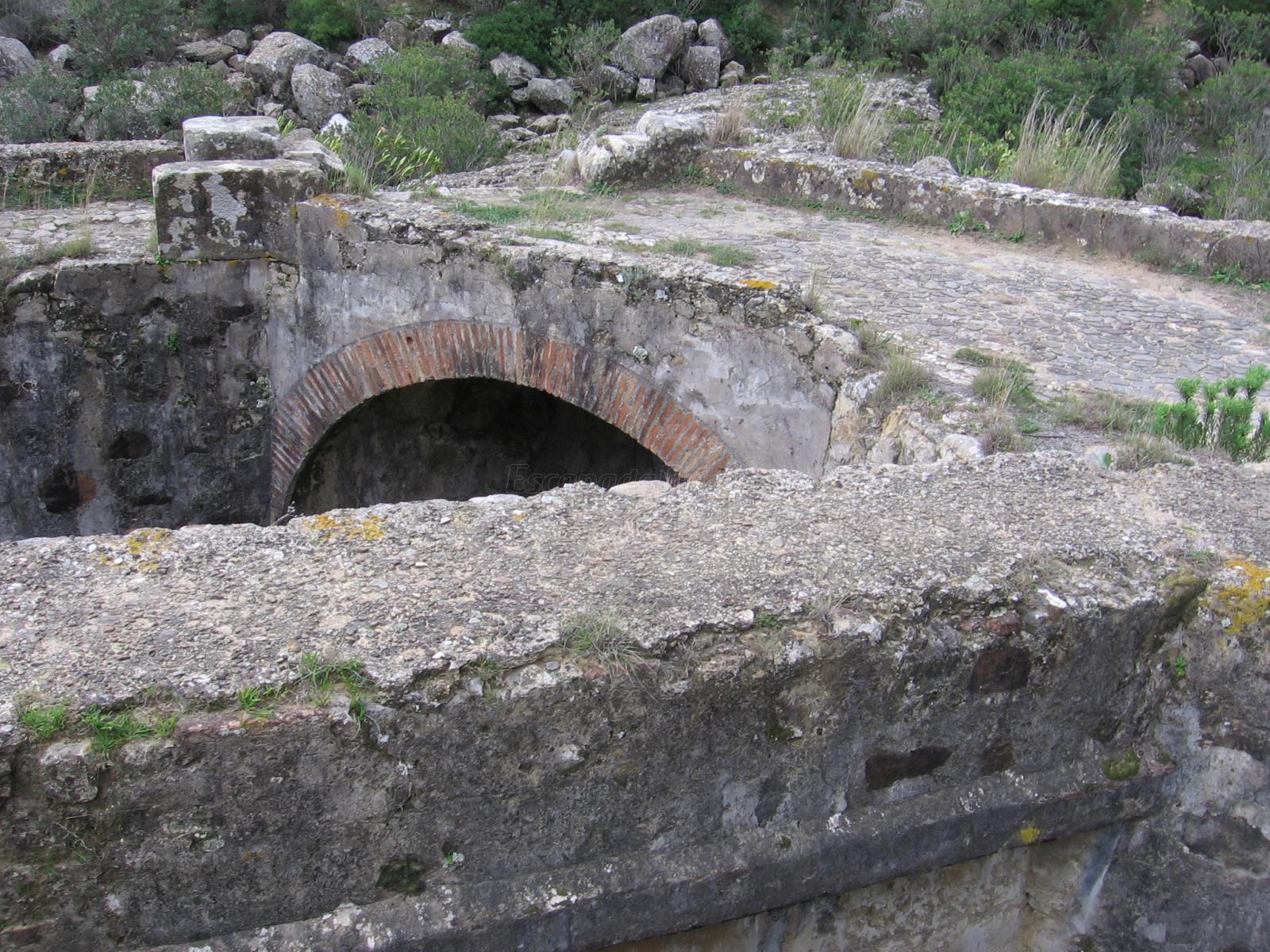 Canalización de agua del río Hozgarganta con destino a la fundición de la Real Fábrica de Artillería de Jimena, conocida como la fábrica de la bomba.