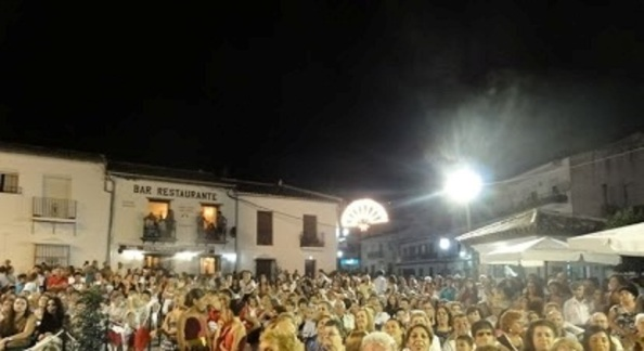Público concentrado en la plaza de la Constitución