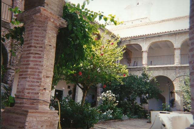 Patio del Claustro de Convento de los Ángeles de la Estación antes de la última remodelación culminada en el año 2009.