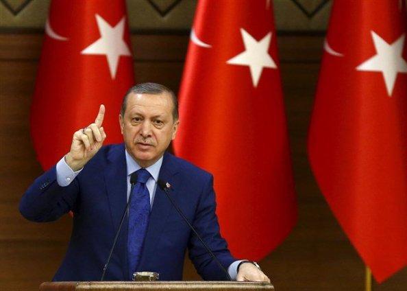 Erdogan, fracasado el Golpe, siguió lllamando a sus seguidores a que salieran y tomaran calles y plazas.