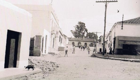 Calle de Juan de Dios que da acceso a la Estación y a mano izquierda haciendo esquina estaba el Bar de los Gómez donde mi padre con don Manuel Lastre le pusieron de nombre de Michigán al nuevo barrio que se iba a construir.