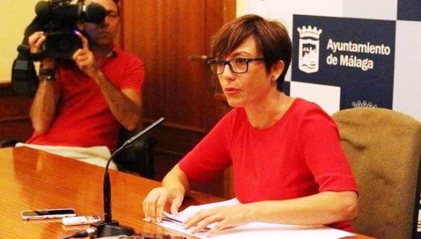 María Gámez, anunciando su dimisión con más de cinco años de retraso.