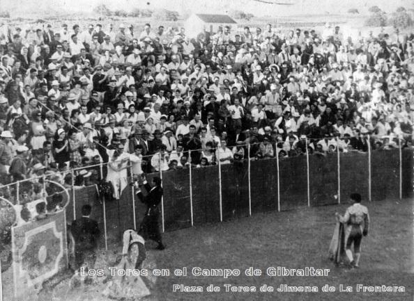 plaza-de-toros-de-jimena-rejoneador-sando-vuelta-al-ruedo-17-08-1961