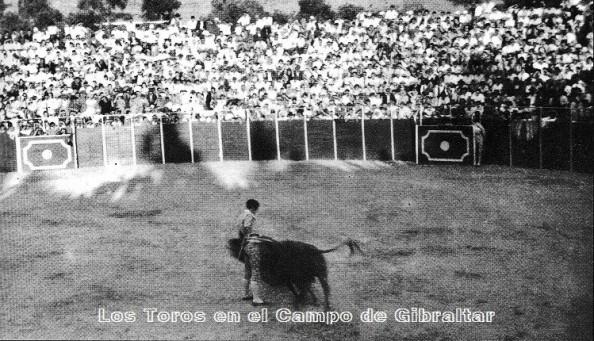 plaza-de-toros-jimena-muletazo-de-carlos-corbacho-17-09-1961