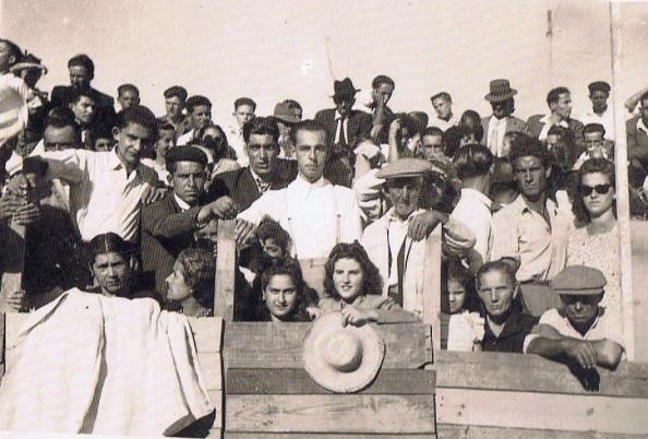 Público asistente a la corrida de toros que hubo en 1952