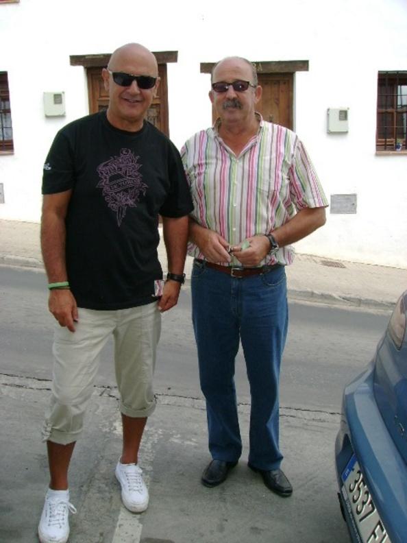 Novena del año 2009. Con mi querido amigo de la infancia, José María macías Sánchez. Despidiéndonos el domingo septiembre para quedar el año después en la Novena. No pudo ser. se nos fue días antes de que llegara. Injusticia de la vida.