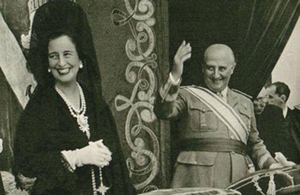 La imagen del dictador y la permanente y forzada sonrisa de Carmen Polo, eran una constante en aquella televisión