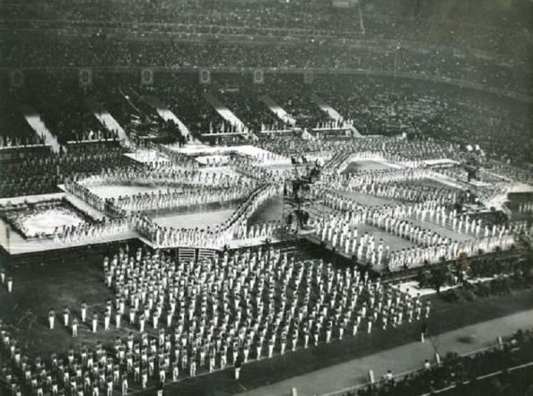 Demostración del Sindicato vertical en el estadio Santiago Bernabeu