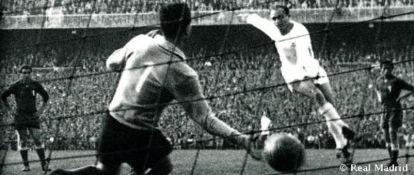"""El delantero centro, Alfredo Di Stéfano, """"Cabeza de oro"""", el líder de aquel Real Madrid triunfador"""
