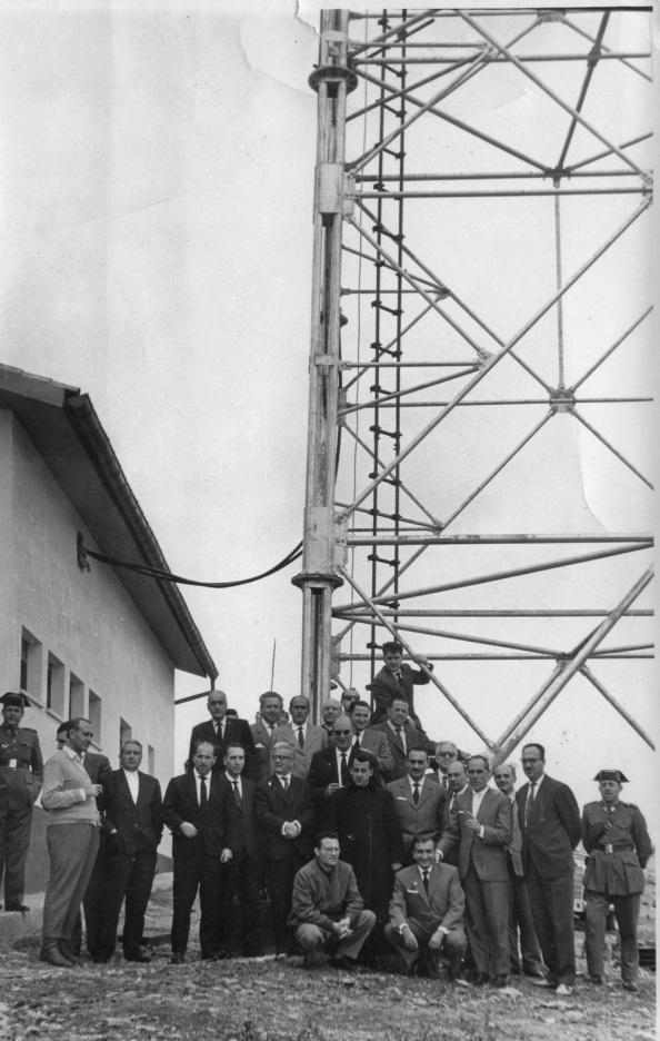 Tras la bendición sacerdotal de la inauguración de la antena de Guadalcanal.