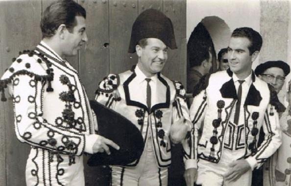 Y cinco años después, ya como torero en la corrida goyesca celebrado en la Ciudad del Tajo, acompañado ni más ni menos que por los graandes maestros, Antonio Bienvenida y Antonio Ordoñez.