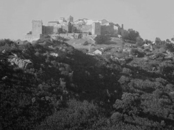 Visual de la silueta del Castillo de Castellar desde la carretera de ARonda a Algeciras.