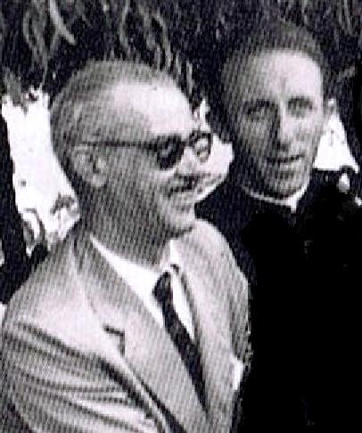 Mi padre con el sacerdote, Luis Alegre