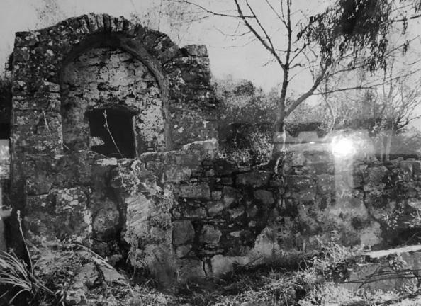 La Fuente Vieja a 900 metros del Castillo que surtía de agua al pueblo de Castellar ubicado en el interior de su Castillo Fortaleza