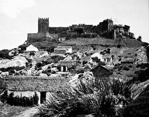 El Castillo de Castellar con las chozas