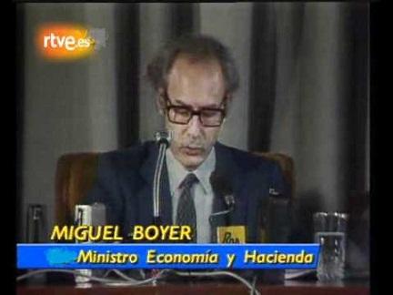 Miguel Boyer, comunicando la expropiación del holding Rumasa por utilidad pública e interés social ante el peligro que representaba para el conjunto de la economía española el descomunal desequilibrio patrimonial que ofrecían sus cuentas.