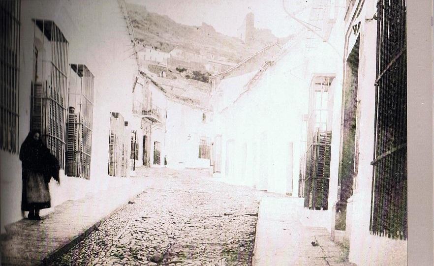 La foto más antigua de la casa donde nací en calle San Sebastián de Jine. Año 1891. Ediciones OBA.