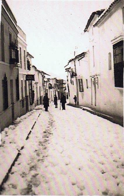 Calle Sevilla del barrio arriba. Año 1954. Fuente: Ediciones OBA.