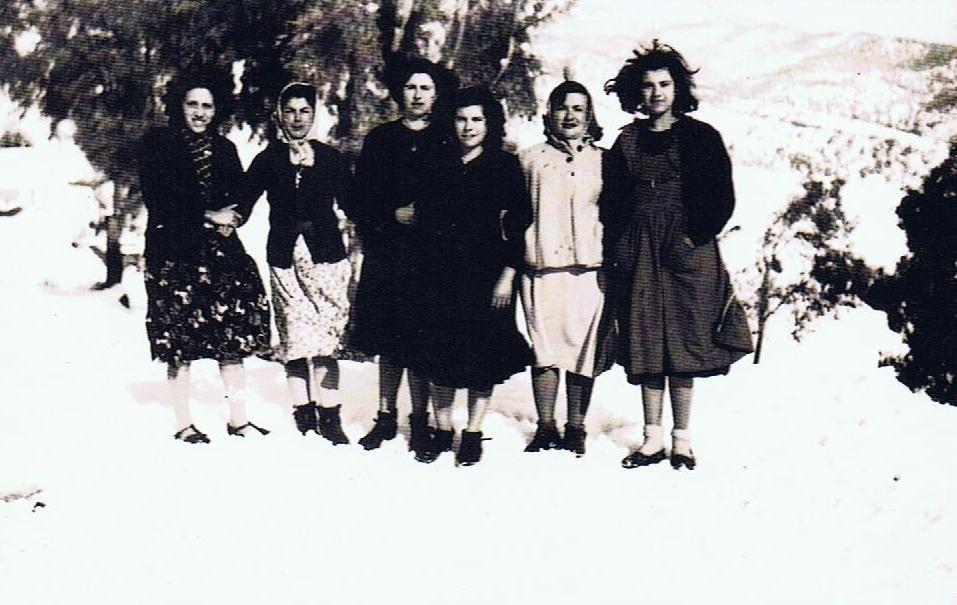 Isabel Mena Pajares/ María Quiñones Caballero/ Carmen Carretero Sánchez/ Josefa Carretero Sánchez/ Juana Montero Bueno/ Rosario Carretero Sánchez. Año 1954. Fuente: Ediciones OBA.
