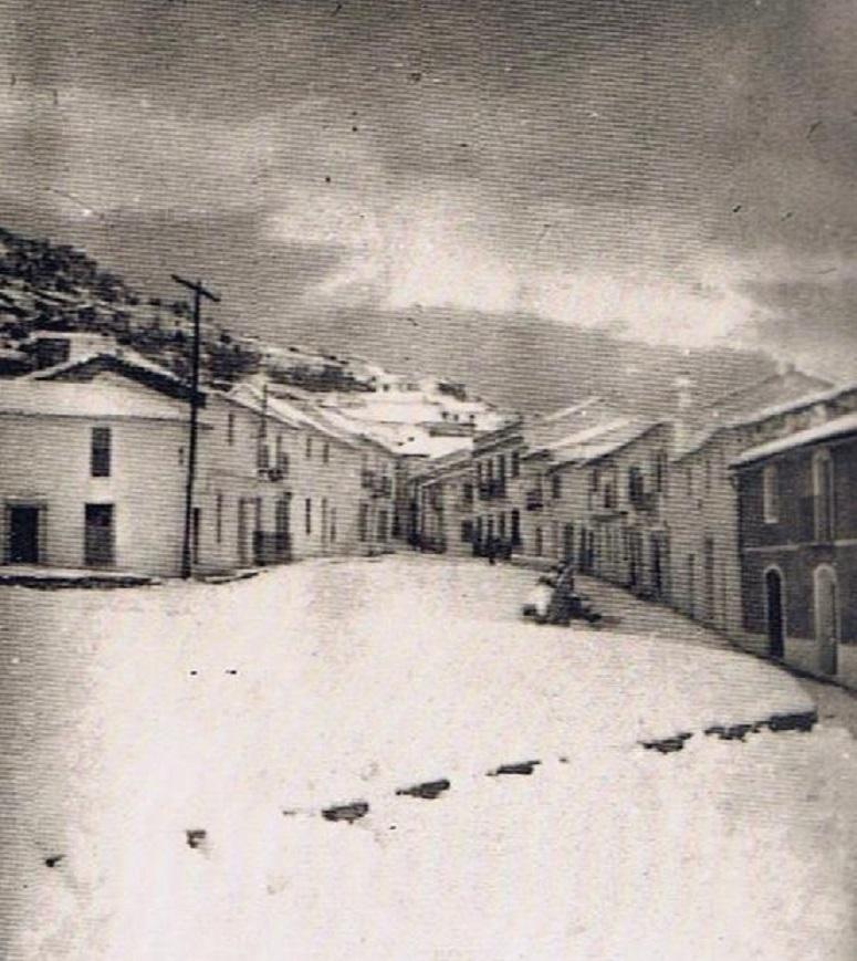 El Paseo y al fondo Las Cuatro Esquinas del barrio abajo. Año 1954. Fuente: Ediciones OBA: