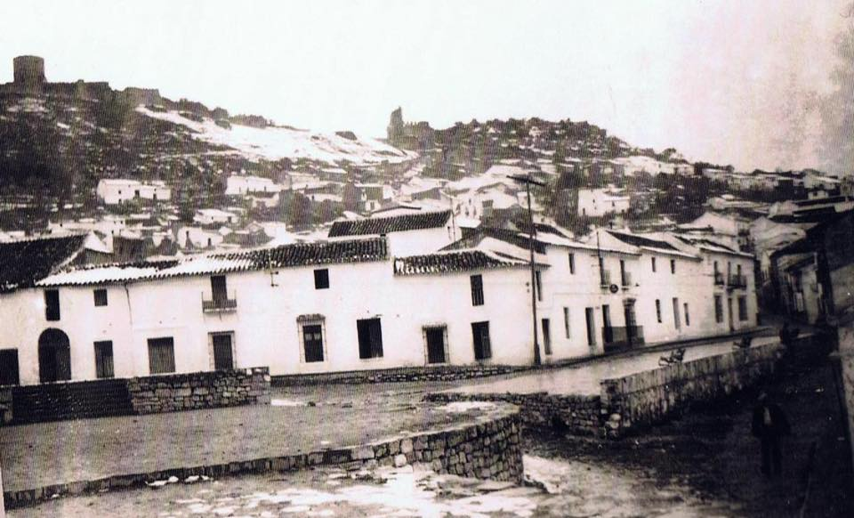 Pasado los días se fue derritiendo la nieve. Vista desde El Paseo. Año 1954. Fuente: Ediciones OBA.