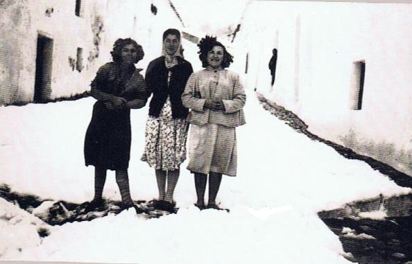 María Quiñones Caballero/ Juana Montero Bueno. Año 1954. Fuente: Ediciones OBA.