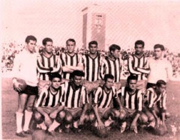 El Algeciras CF en su etapa dorada, donde destacaban, Pepe Tapia, el tercero achachado y el quinto de pie, Martín esperanza. fuente: Algecirismo 1909.