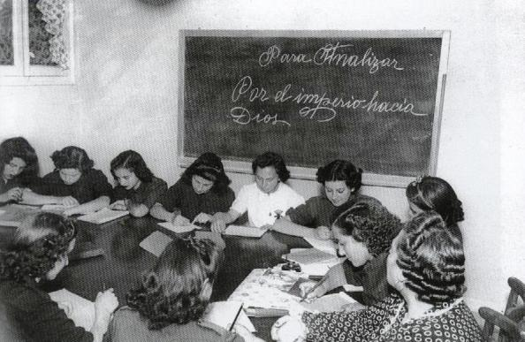 escuela-nacional-de-ninas-femeninas-franquismo-imperio