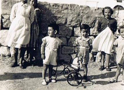Junto al tricicli, el autor de esta entrada junto a José María Macías. Foto propia.