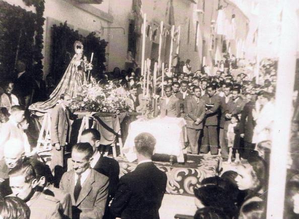 Altar de la Reina de los Ángeles en Jimena. A;o 1956. Fuente, Ediciones OBA.