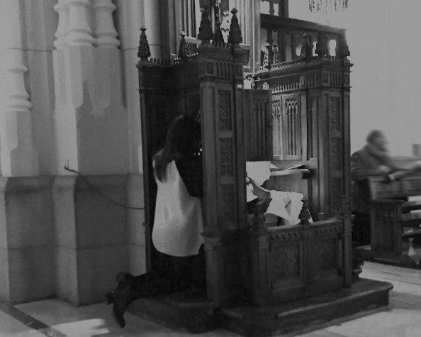 Los curas bien se encargaban con aleccionar que todo lo carnal era pecado gravemente peligroso y que la mujer debía de evitar se la Eva de la Bíblia en cuanto le asignaba el papel de ser fuente para la ira de un Dios vengativo. EGO TE ABSOLVO A PECCATIS TUIS IN NOMINE PATRIS ET FILII ET SPIRITUS SANCTI