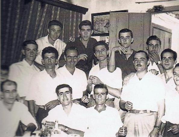 Trabajadores de la fábrica de pipas de la Estación de los Ángeles. Año 1963. Fuente: Ediciones OBA.