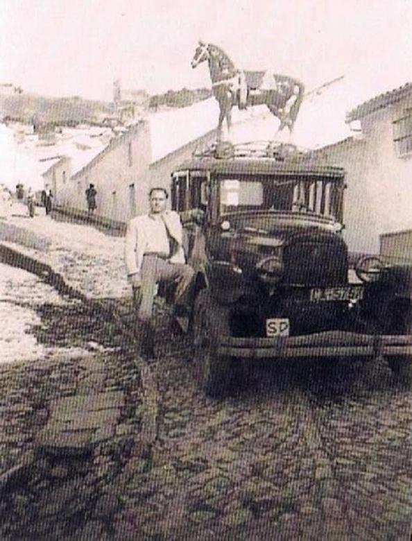 Modelo Ford Juan León Marchena en calle Consuelo. Fuerte ediciones OBA.