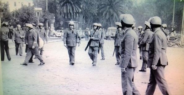 4 de diciembre málaga policías en la entrada del parque con fusiles