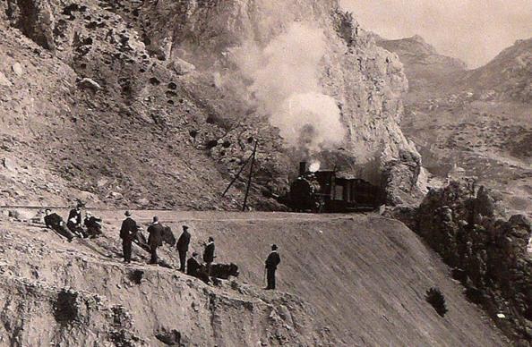 tren saliendo túnel del Chorro CFRivero