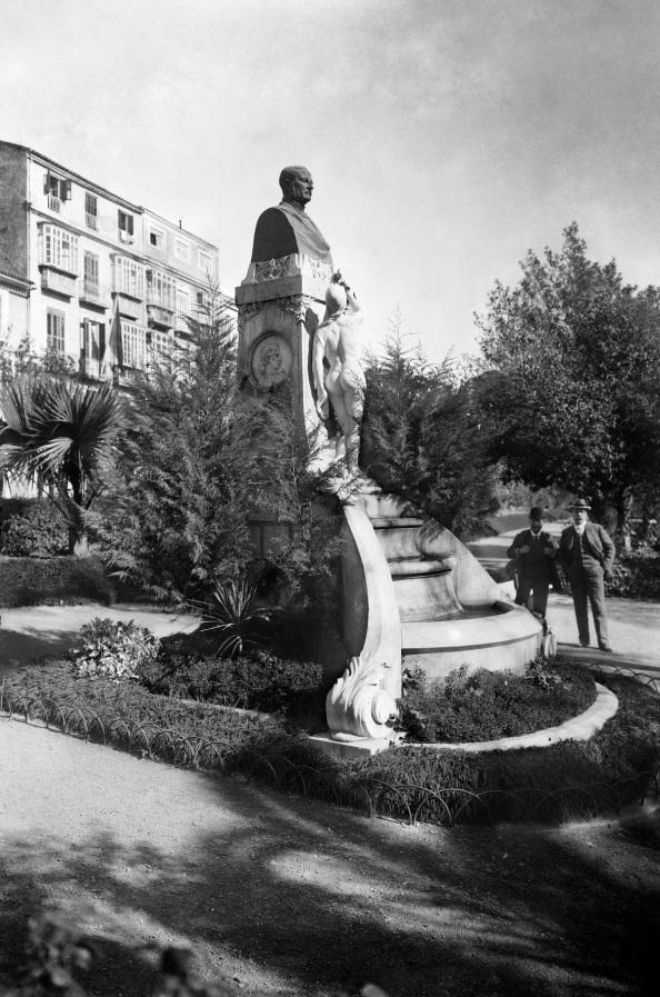 Carlos Larios y Martínez de Tejada. Monumento en el Parque de Málaga. Hacia 1910. Málaga, España.