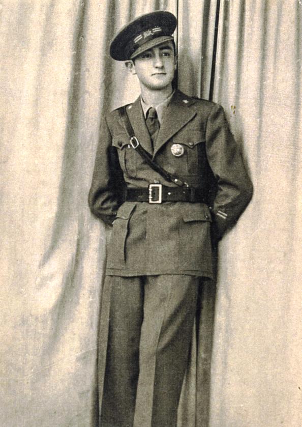 Leopoldo Urrutia con uniforme de oficial del Ejército de la república 1938
