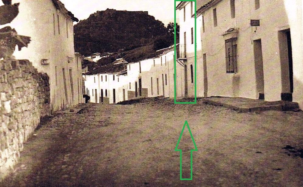 La imagen tiene un atributo ALT vacío; su nombre de archivo es barrio-arriba-final-calle-sevilla-diego-bautista-prieto.jpg